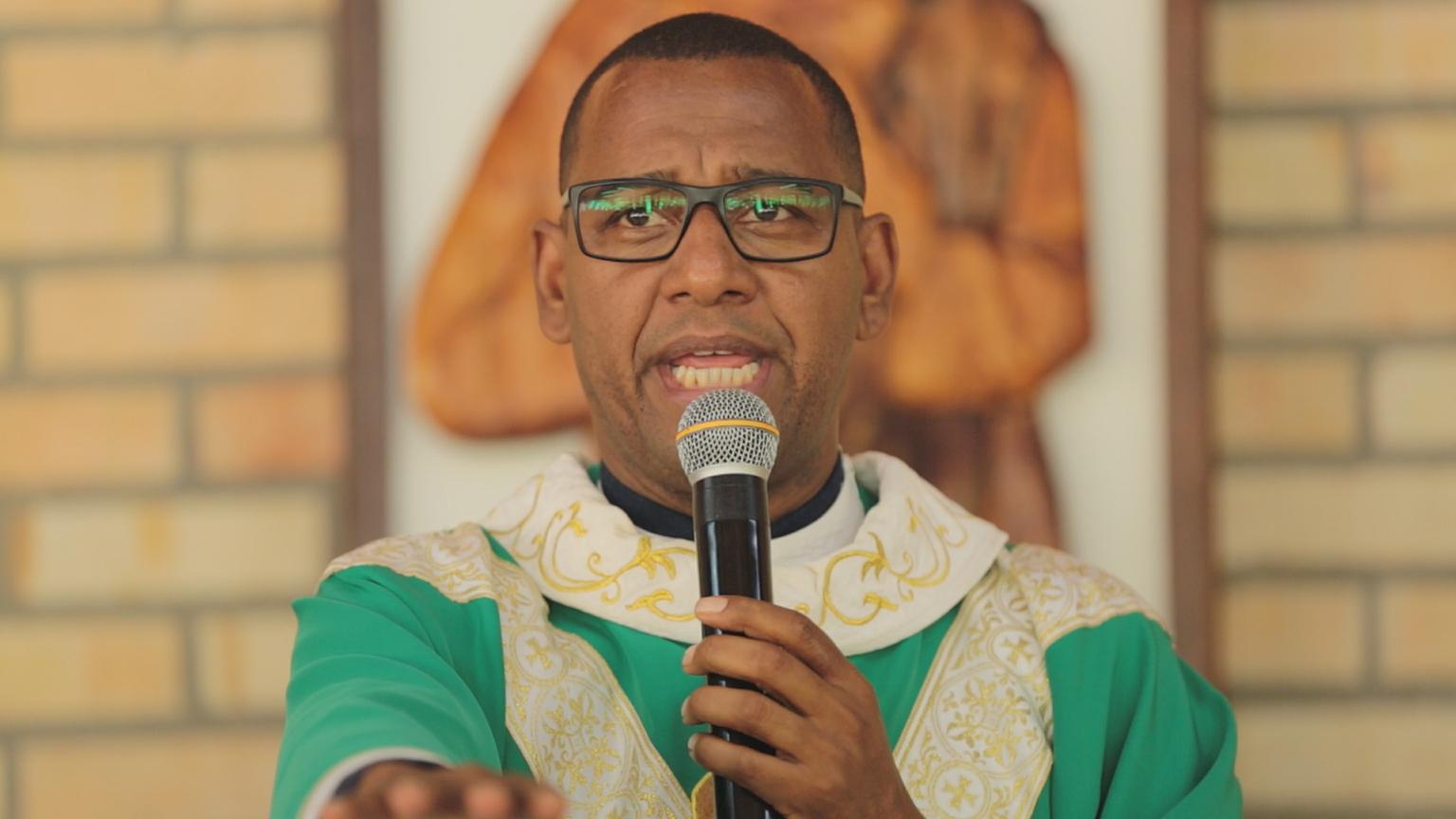 Padre Vicente de Paula Neto, atual presidente da comunidade fundada por padre Léo