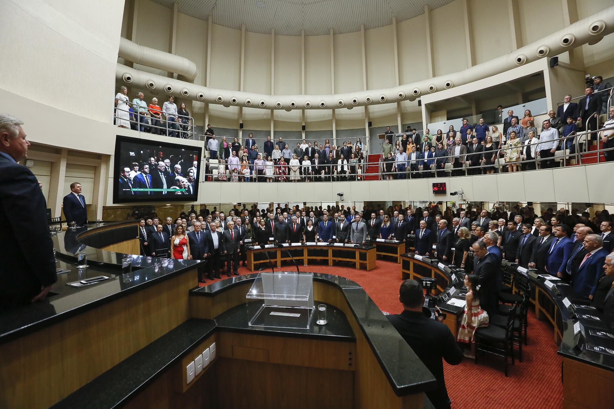 Solenidade lotou o Plenário da Alesc