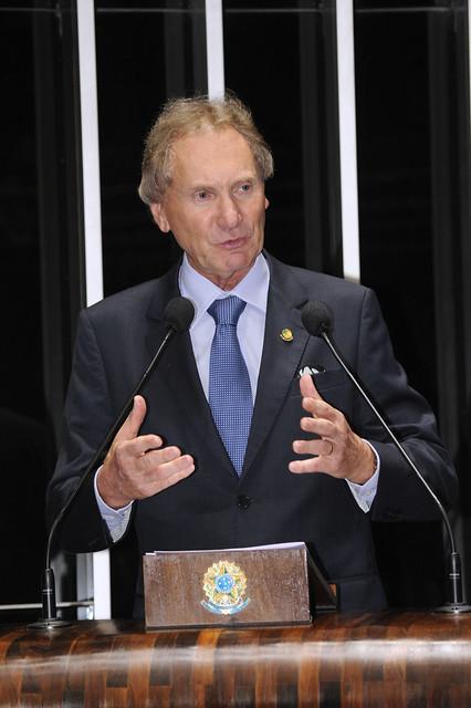 Casildo discursa da tribuna do Senado Federal, em 2012