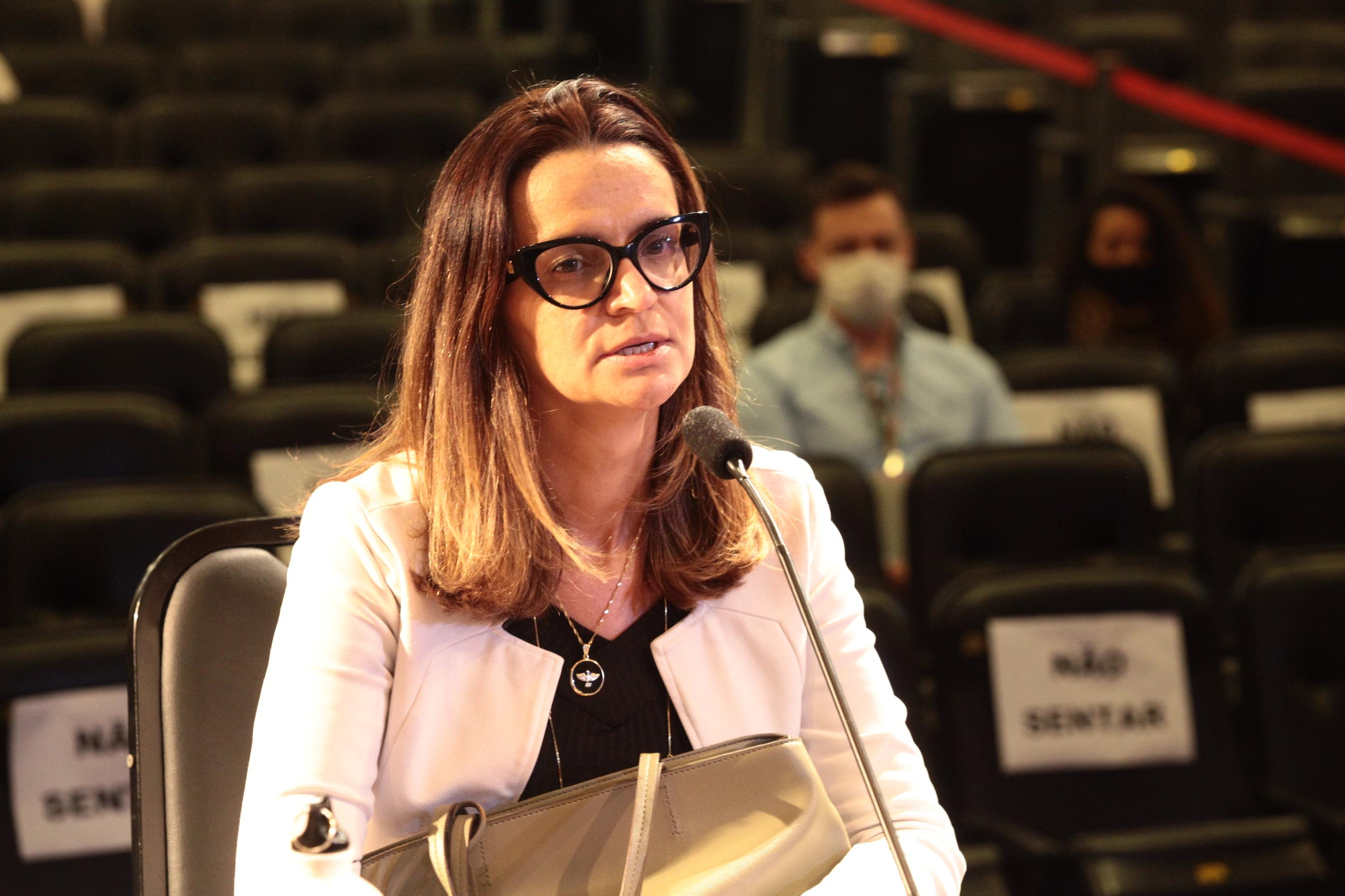 Janine Silveira dos Santos Siqueira, gerente de Contratos e Licitações da Defesa Civil